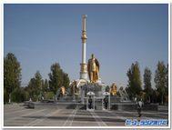 ニヤゾフ大統領像(トルクメニスタン)