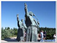 サンティアゴまでもう少し!ゴゾの丘の巡礼者の像
