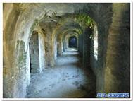 ソルド・ラ・ベイ「サン・ジャン教会」地下