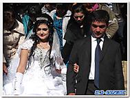 ウズベキスタンの新婚カップル
