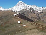 コーカサス三国ツアーで訪れるカズベギ山