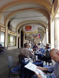 トリノのアーケードとカフェ