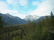 ユーラシア旅行社のカナダツアー、VIA鉄道の車窓よりロッキー山脈を望む