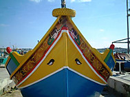 マルタ伝統の船ルッツの目