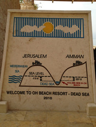 死海の深さ
