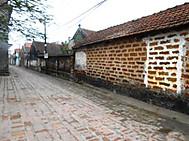 ユーラシア旅行社のベトナムツアー、ドンラム村の路地にて
