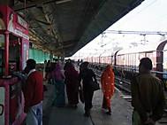 インドツアー、プサヴァル駅にて