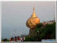 Myanmar_golden_rock_daytime