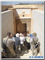 Palmyra_tomb_entrance_2