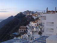 ギリシャ、サントリーニ島フィラの夕暮れ