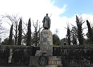 ユーラシア旅行社のポルトガルツアーで行くギマランイスのアフォンソ1世像