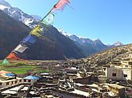 ユーラシア旅行社のネパールツアーアルファ村へのハイキングにて
