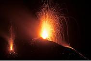 超絶景!イタリアのストロンボリ火山(ユーラシア旅行社で行く世界の絶景ツアー、ストロンボリ火山ツアー)