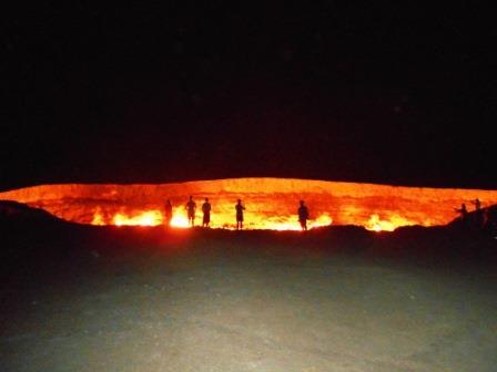 ユーラ社ア旅行社のトルクメニスタンツアー、火のクレーター「地獄の門」