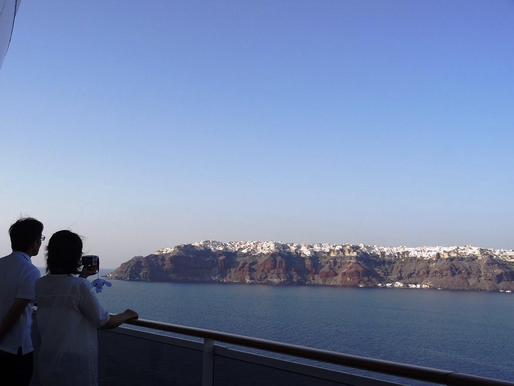 デッキから眺めるサントリーニ島