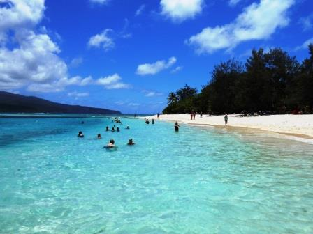 ユーラシア旅行社で行くクルーズツアー、ミステリーアイランドのビーチにて