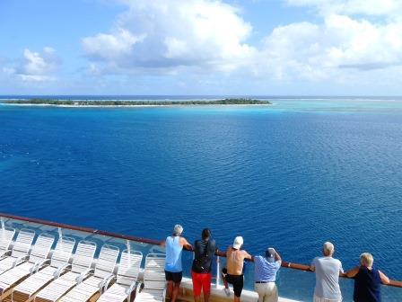 ユーラシア旅行社で行くクルーズツアー、ミステリーアイランド沖合にて