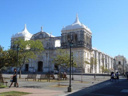 ニカラグア、レオンの大聖堂(スペイン人は征服地の神殿跡に聖堂を建立した)