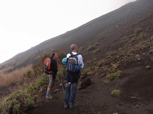 ストロンボリ火山登山、ツアー
