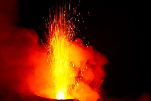 ストロンボリ火山トレッキング、ツアー