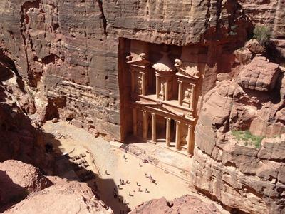 ユーラシア旅行社で行くヨルダンツアー、ペトラ遺跡のエル・ハズネを上から見下ろす