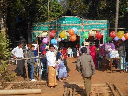 地元のミャンマー人の結婚式