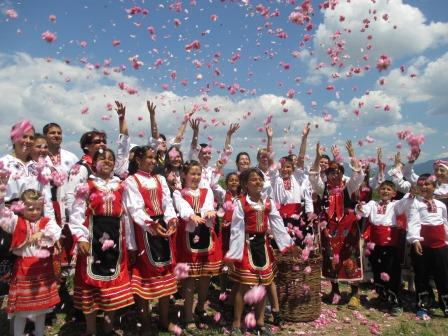 レジェナ村のバラ祭り