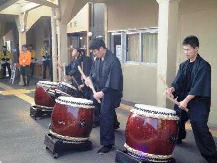 阿久根駅で太鼓のおもてなし