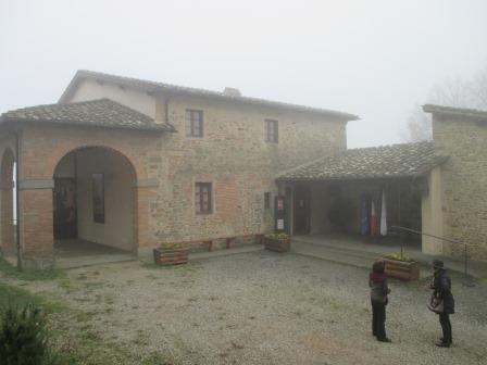 霧に包まれたヴェッキオ村のジョットの生家