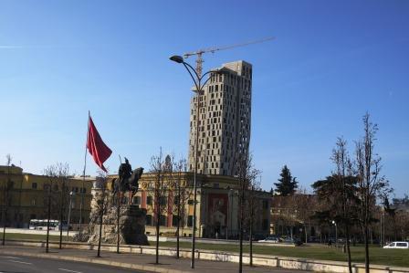 ティラナの近代的なビル