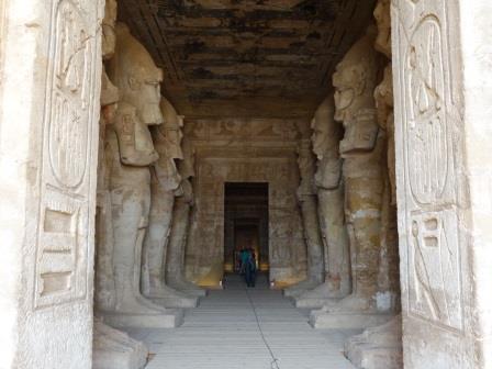 アブシンベル大神殿の内部
