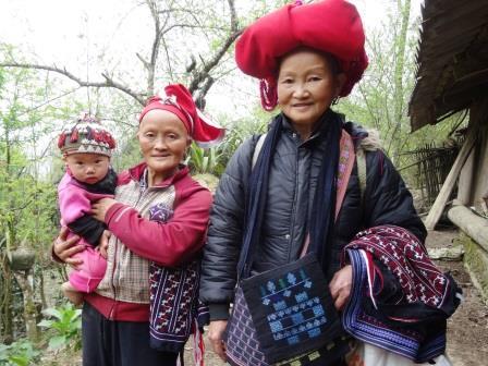 ベトナムのターフィン村で出会った赤ザオ族