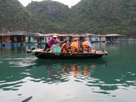 ブンビエン水上漁村