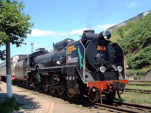 日本時代の蒸気機関車D-51/コルサコフ駅にて(c)Rob Dickinson