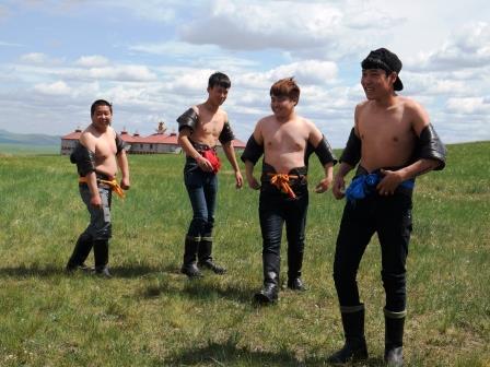 モンゴル相撲4人の力士