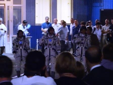 打ち上げ3時間前 バイコヌール宇宙基地内での出発式