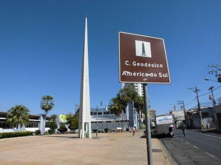 クイアバにある南米の中心点のモニュメント(セントロ・ゲオデシコ)