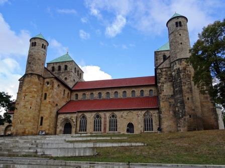 東西に祭壇をもつヒルデスハイムの聖ミヒャエル教会