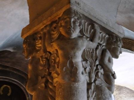 フライジングの聖マリア・聖コルビニアン大聖堂にて見つけたちょっと恥ずかしいレリーフ