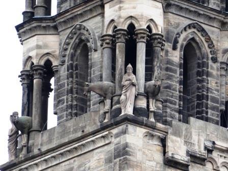 バンベルク大聖堂の鐘楼にいた牛の彫刻