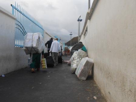 セウタからモロッコへの国境