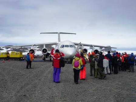 チリのプンタアレナスから飛行機2時間で南極へ!
