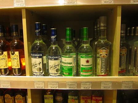 お店に並ぶウォッカ、ストリチナヤとモスコフスカヤ