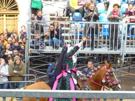 星を見事に射抜いた女性騎手