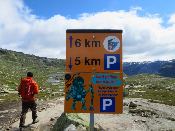 ノルウェー、トロルの舌へ。4~5km付近の看板