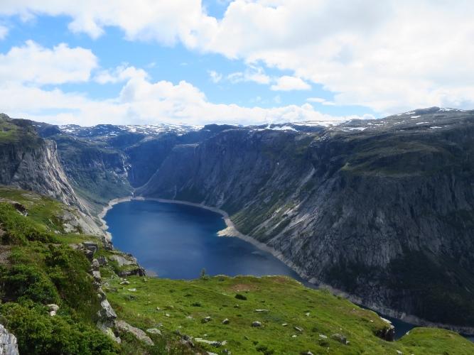 ノルウェー、トロルの舌へ。7~9kmフィヨルドが見えてくる