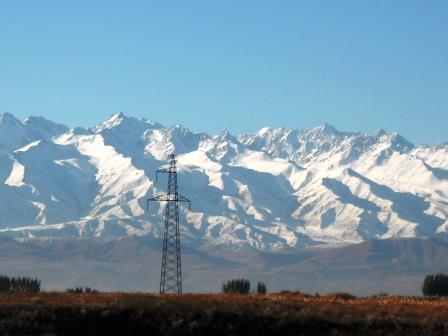 雪を頂く天山山脈