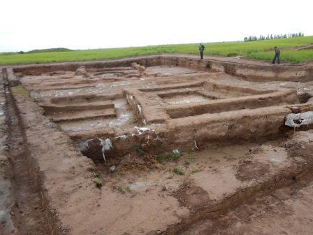 発掘の進むアク・ベシム遺跡