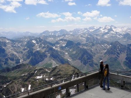ピック・ドゥ・ミディ展望台からピレネー山脈を一望