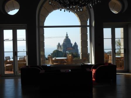 ポサーダから見えるサンタルジア教会